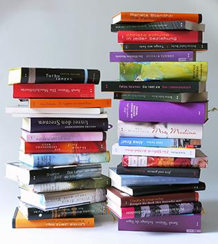 Lesbisch lesen: Bücher stapelweise