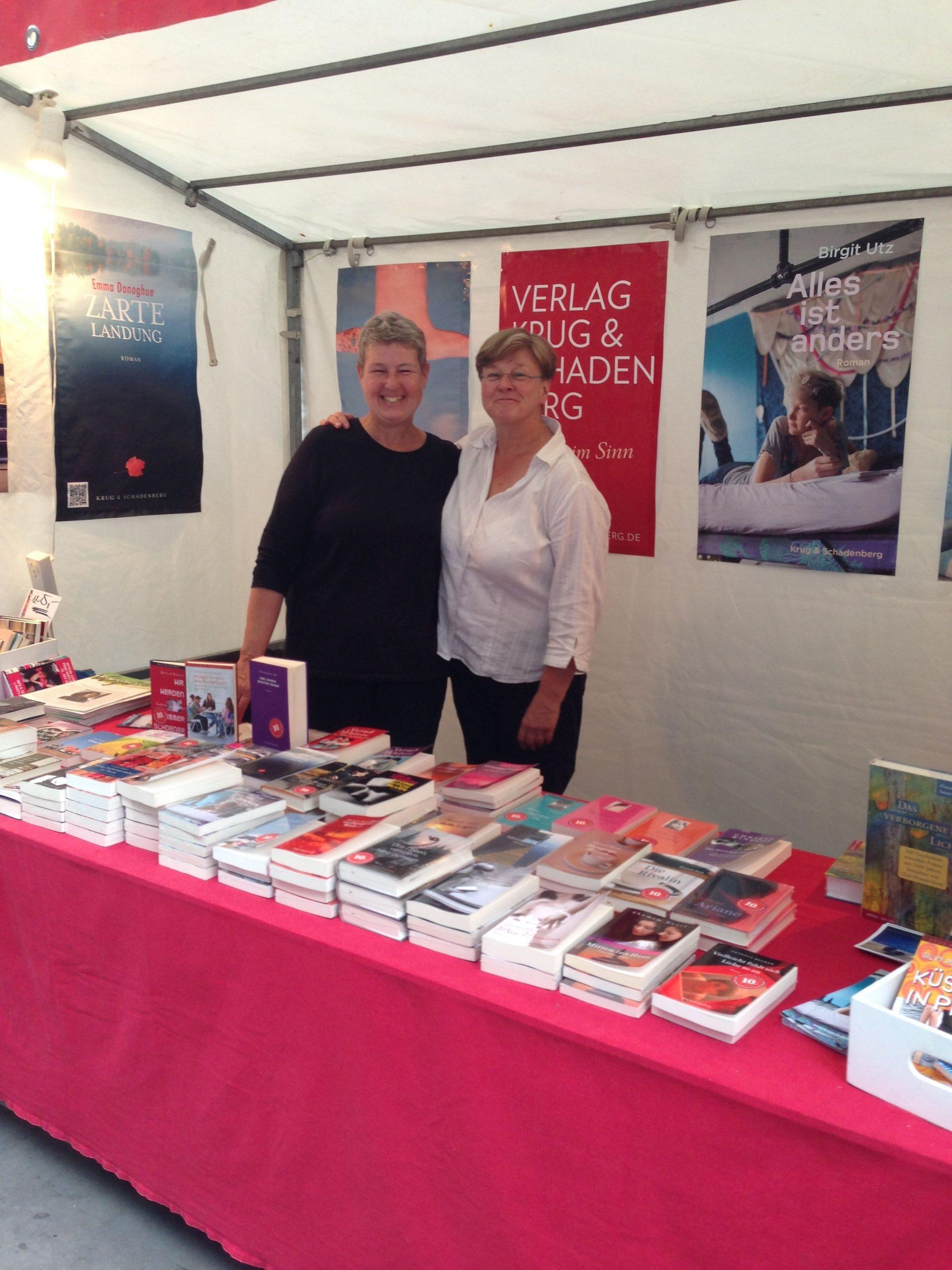 Die Verlegerinnen Dagmar Schadenberg und Andrea Krug auf dem Lesbisch-Schwulen Stadtfest im Juli 2016, Verlag Krug & Schadenberg